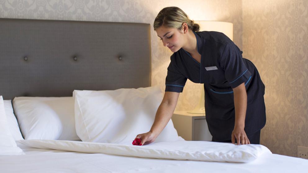 Recherche valets femmes de chambres brillante propret - Femmes de chambre synonyme ...